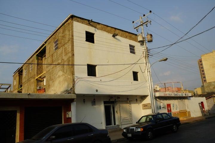Edificio Anzoategui>Puerto La Cruz>Puerto La Cruz - Venta:169.000 Precio Referencial - codigo: 19-9826