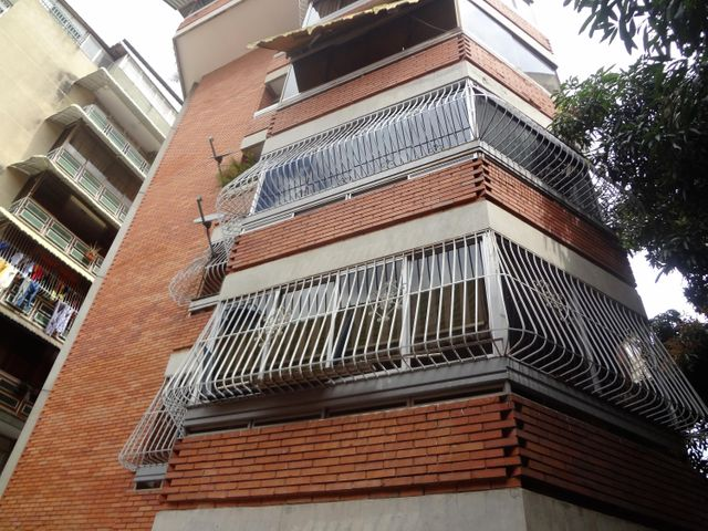 Apartamento Distrito Metropolitano>Caracas>La Florida - Alquiler:300 Precio Referencial - codigo: 19-9853