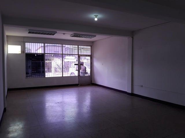Local Comercial Zulia>Ciudad Ojeda>Calle Merida - Alquiler:100 Precio Referencial - codigo: 19-9879