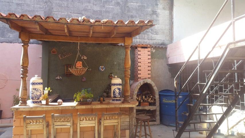 Casa Aragua>Maracay>Las Acacias - Venta:16.000 Precio Referencial - codigo: 19-9885