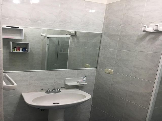 Apartamento Vargas>Parroquia Caraballeda>Palmar Este - Venta:58.000 Precio Referencial - codigo: 19-9949