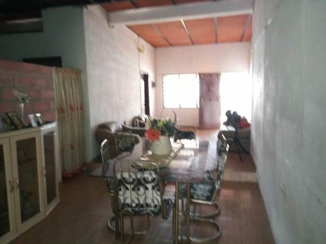 Casa Aragua>Maracay>Santa Rosa - Venta:17.000 Precio Referencial - codigo: 19-9888