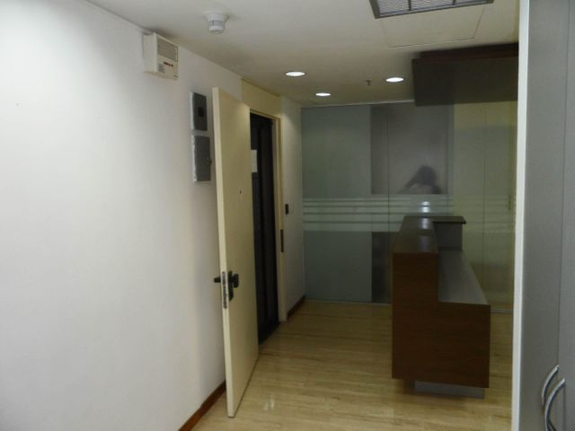 Oficina Distrito Metropolitano>Caracas>El Recreo - Alquiler:750 Precio Referencial - codigo: 19-9895