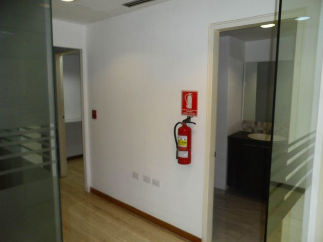 Oficina Distrito Metropolitano>Caracas>El Recreo - Alquiler:900 Precio Referencial - codigo: 19-9895