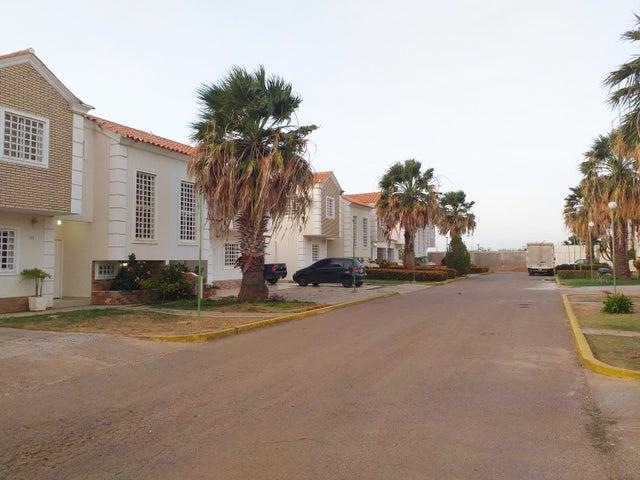 Casa Falcon>Coro>Plaza Grecia - Venta:42.000 Precio Referencial - codigo: 19-9917