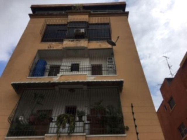 Apartamento Distrito Metropolitano>Caracas>Las Acacias - Alquiler:150 Precio Referencial - codigo: 19-9990