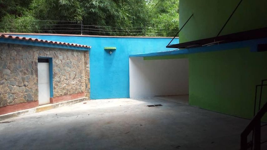 Local Comercial Carabobo>Valencia>Agua Blanca - Venta:250.000 Precio Referencial - codigo: 19-10017