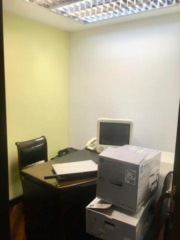 Oficina Distrito Metropolitano>Caracas>Chuao - Venta:300.000 Precio Referencial - codigo: 19-10078