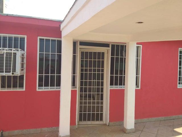 Casa Bolivar>Puerto Ordaz>El Caimito - Venta:32.000 Precio Referencial - codigo: 19-10053