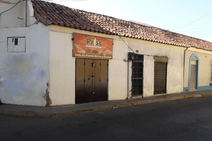 Local Comercial Falcon>Coro>Centro - Venta:150 Precio Referencial - codigo: 19-10060