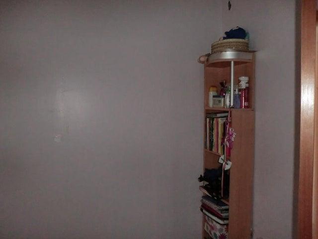 Apartamento Distrito Metropolitano>Caracas>Altamira - Venta:145.000 Precio Referencial - codigo: 19-10108