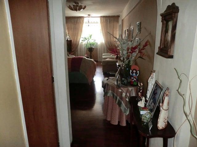 Apartamento Distrito Metropolitano>Caracas>La Urbina - Venta:42.000 Precio Referencial - codigo: 19-10110