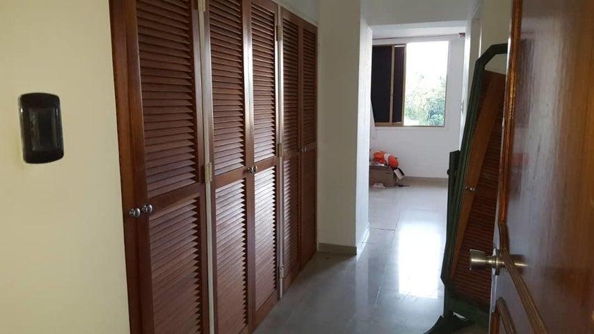 Apartamento Distrito Metropolitano>Caracas>Los Naranjos del Cafetal - Venta:100.000 Precio Referencial - codigo: 19-10185