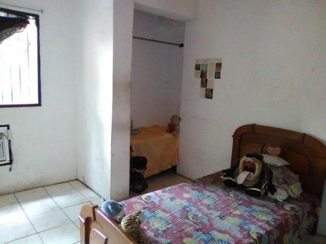 Casa Aragua>Maracay>La Cooperativa - Venta:20.000 Precio Referencial - codigo: 19-10203