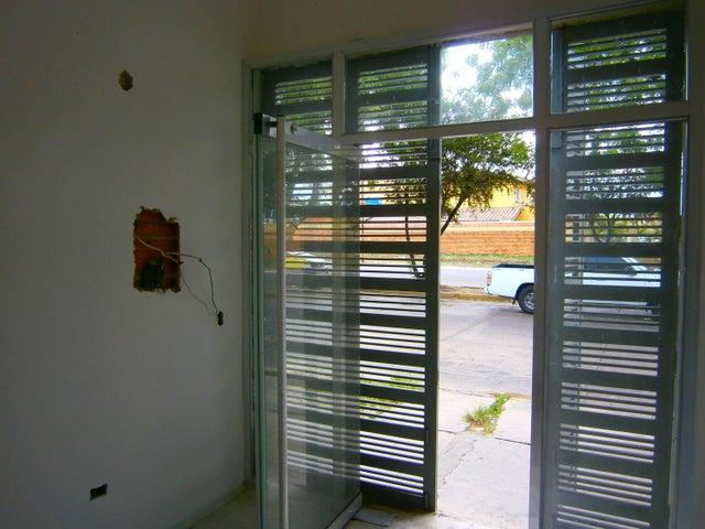 Local Comercial Carabobo>Municipio San Diego>Los Jarales - Venta:95.000 Precio Referencial - codigo: 19-10251