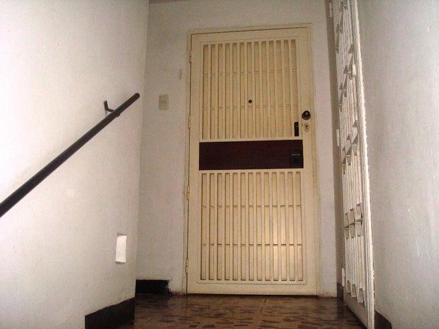 Apartamento Distrito Metropolitano>Caracas>Los Palos Grandes - Venta:75.000 Precio Referencial - codigo: 19-10283