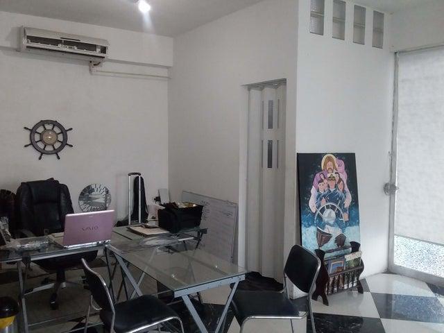 Oficina Carabobo>Puerto Cabello>Zona Colonial - Alquiler:220 Precio Referencial - codigo: 19-10457