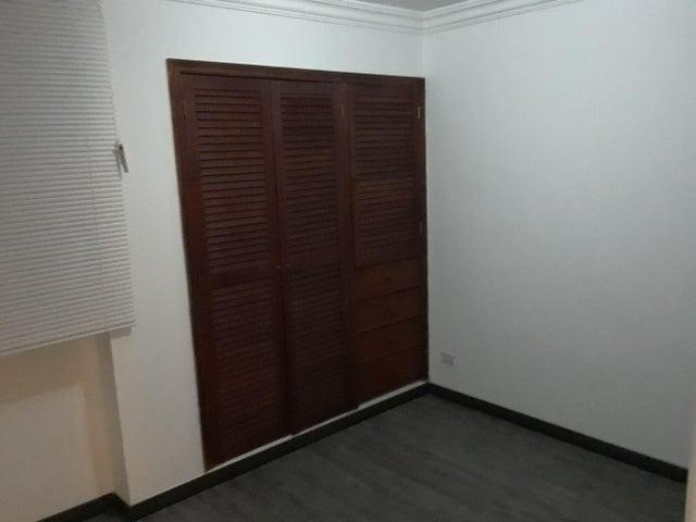 Apartamento Distrito Metropolitano>Caracas>Montalban I - Venta:105.000 Precio Referencial - codigo: 19-10470