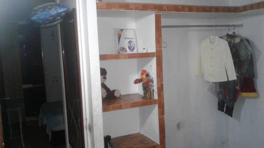 Apartamento Miranda>Guatire>La Rosa - Venta:15.000 Precio Referencial - codigo: 19-10497
