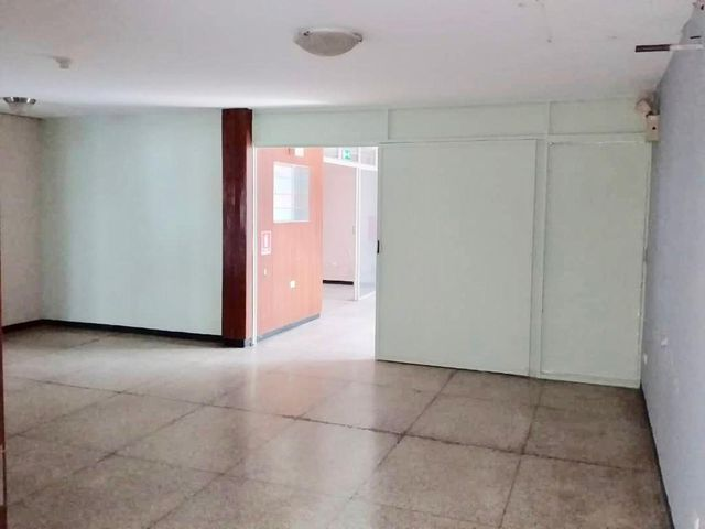 Local Comercial Distrito Metropolitano>Caracas>Chuao - Alquiler:1.500 Precio Referencial - codigo: 19-10403