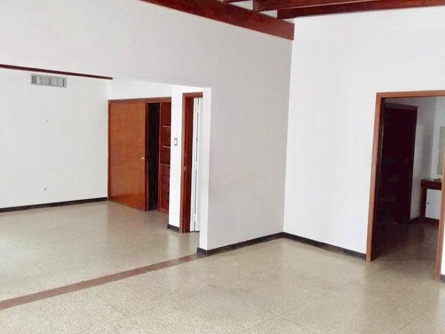 Local Comercial Distrito Metropolitano>Caracas>Chuao - Venta:450.000 Precio Referencial - codigo: 19-10404
