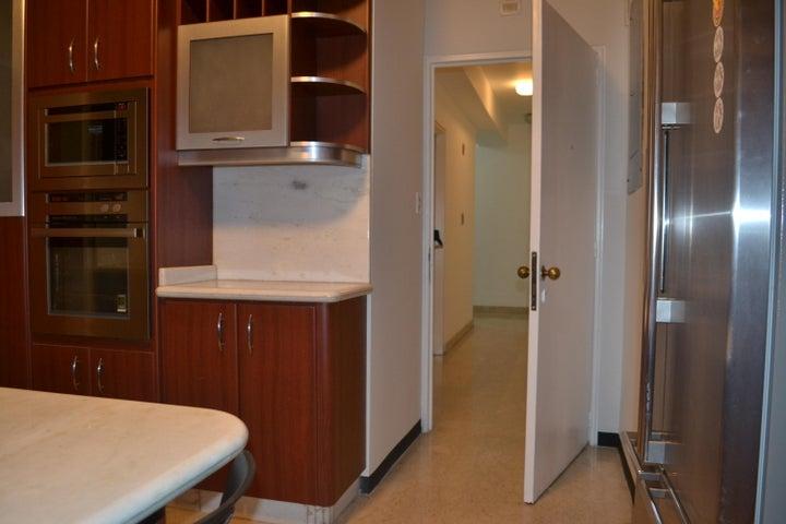 Apartamento Distrito Metropolitano>Caracas>Campo Alegre - Alquiler:1.600 Precio Referencial - codigo: 19-10819