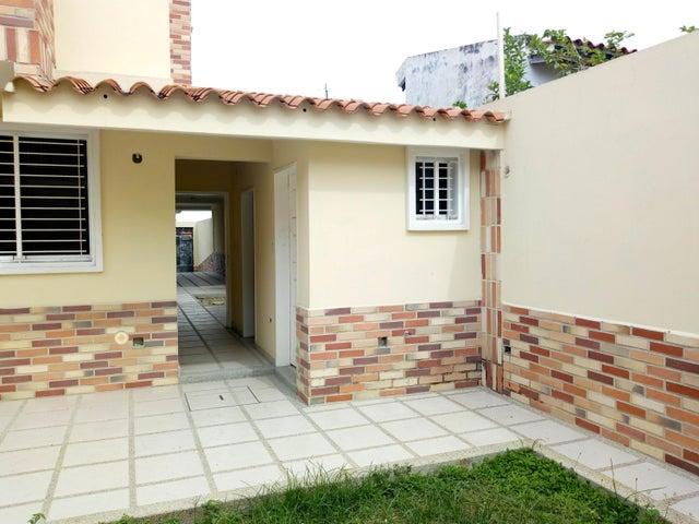 Townhouse Aragua>Maracay>Andres Bello - Venta:240.000 Precio Referencial - codigo: 19-10507