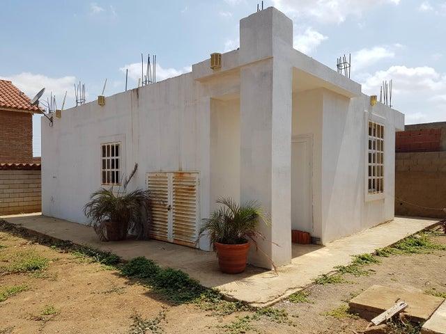 Casa Falcon>Coro>Sector La Floresta - Venta:11.000 Precio Referencial - codigo: 19-10604