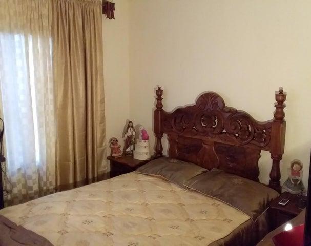 Casa Carabobo>Municipio San Diego>La Esmeralda - Venta:29.000 Precio Referencial - codigo: 19-10704