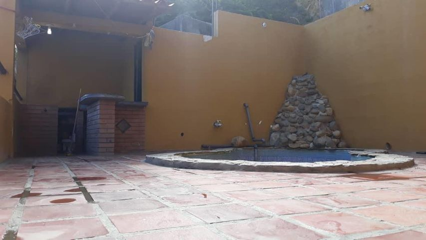 Casa Vargas>Catia La Mar>Playa Grande - Venta:30.000 Precio Referencial - codigo: 19-10709