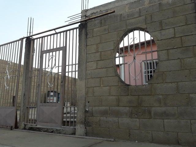 Casa Carabobo>Guacara>El Saman - Venta:4.900 Precio Referencial - codigo: 19-10737