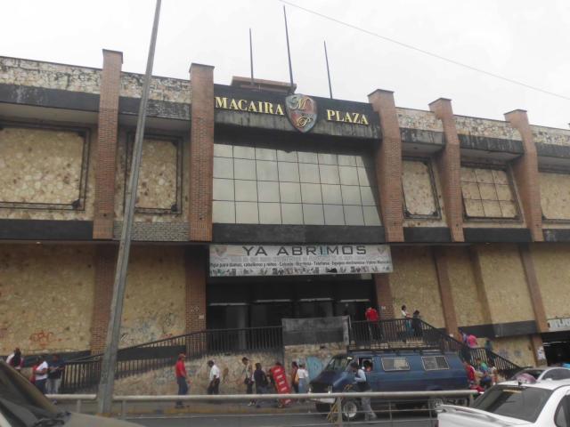 Local Comercial Miranda>Guatire>Guatire - Venta:18.000 Precio Referencial - codigo: 19-10736