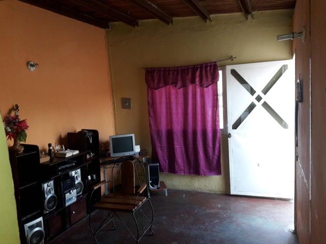 Casa Carabobo>Guacara>El Saman - Venta:5.500 Precio Referencial - codigo: 19-10737