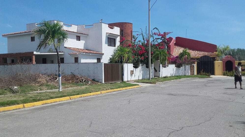 Casa Miranda>Higuerote>Puerto Encantado - Venta:110.000 Precio Referencial - codigo: 19-11035