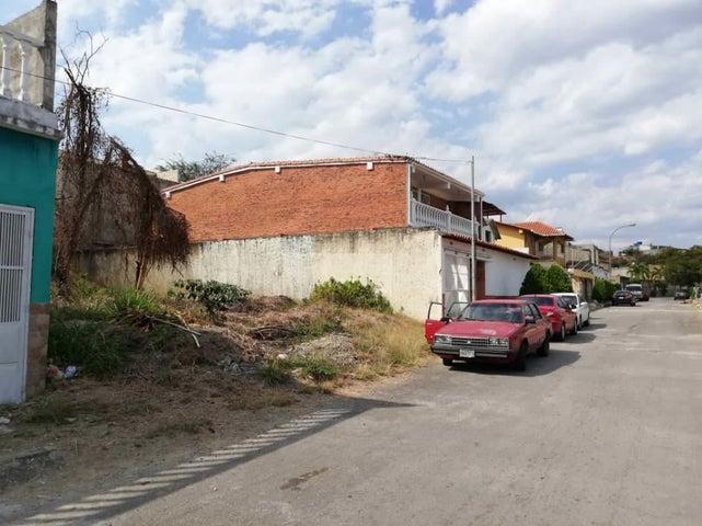 Terreno Miranda>Charallave>Charallave Country - Venta:10.000 Precio Referencial - codigo: 19-7892