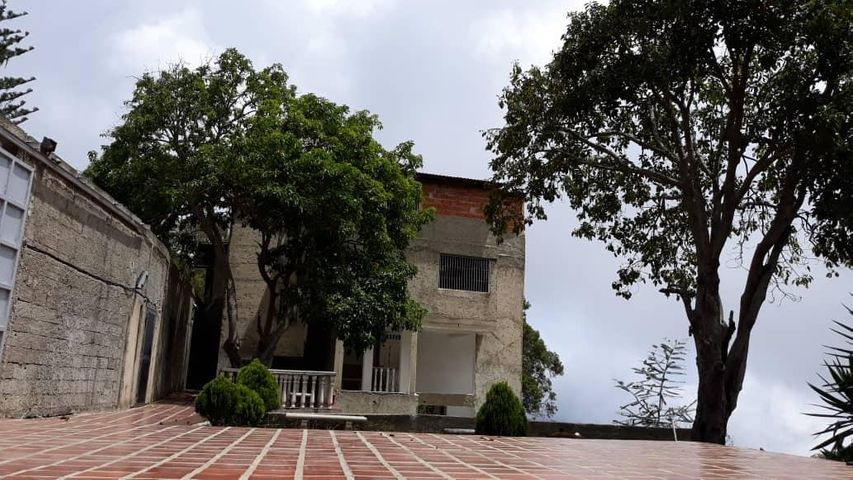 Casa Vargas>El Junquito-Vargas>El Junko Country Club - Venta:60.000 Precio Referencial - codigo: 19-10872
