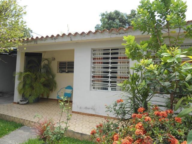 Casa Aragua>Maracay>La Esmeralda - Venta:7.000 Precio Referencial - codigo: 19-10936