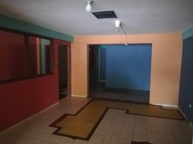Local Comercial Zulia>Maracaibo>Avenida Universidad - Alquiler:150 Precio Referencial - codigo: 19-11007