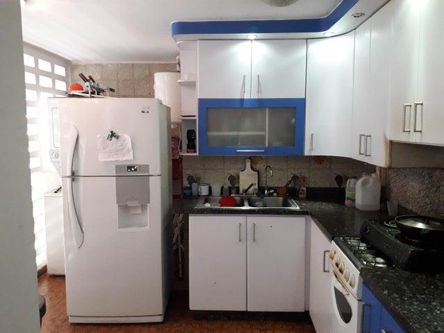 Apartamento Distrito Metropolitano>Caracas>Los Palos Grandes - Venta:100.000 Precio Referencial - codigo: 19-11417