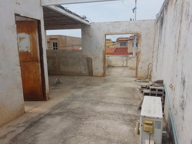 Townhouse Zulia>Maracaibo>Santa Fe - Venta:18.000 Precio Referencial - codigo: 19-11068
