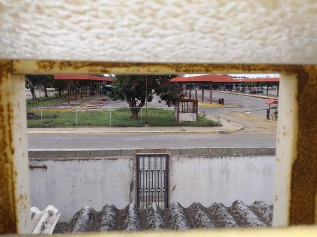 Townhouse Zulia>Ciudad Ojeda>Los Samanes - Venta:10.000 Precio Referencial - codigo: 19-11072