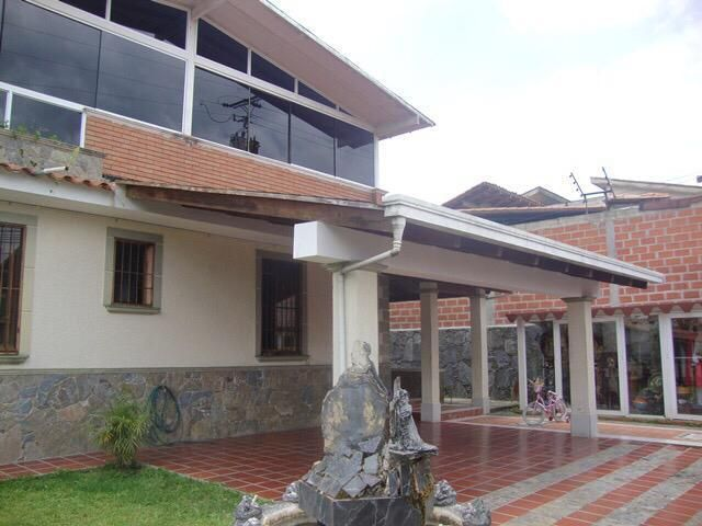 Casa Miranda>San Antonio de los Altos>El Picacho - Venta:120.000 Precio Referencial - codigo: 19-11101