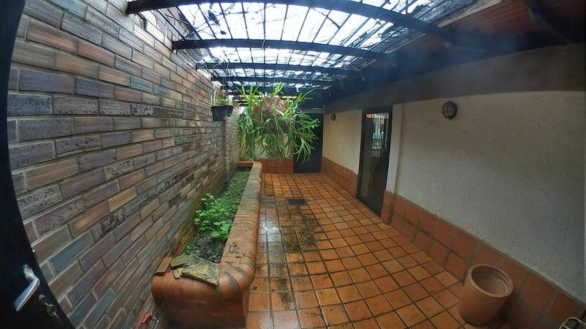 Casa Carabobo>Valencia>Villas Laguna Club - Venta:210.000 Precio Referencial - codigo: 19-11159