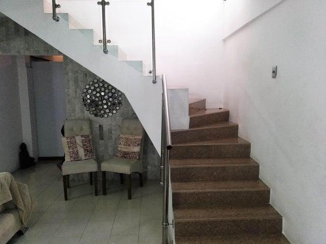 Casa Carabobo>Valencia>Los Mangos - Venta:105.000 Precio Referencial - codigo: 19-11204