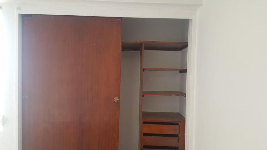 Apartamento Zulia>Maracaibo>Avenida Delicias Norte - Alquiler:150 Precio Referencial - codigo: 19-11212