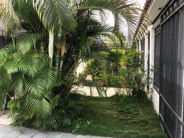 Casa Lara>Barquisimeto>Parroquia Concepcion - Venta:70.000 Precio Referencial - codigo: 19-11226