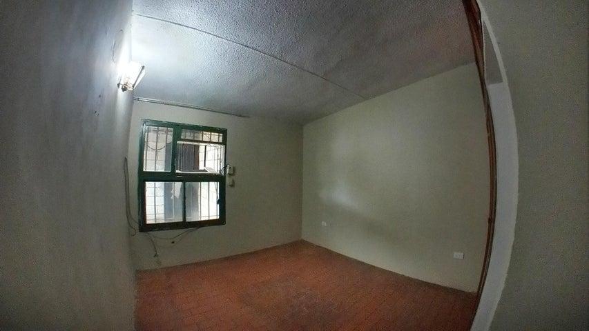 Casa Carabobo>Guacara>La Floresta - Venta:12.000 Precio Referencial - codigo: 19-11262