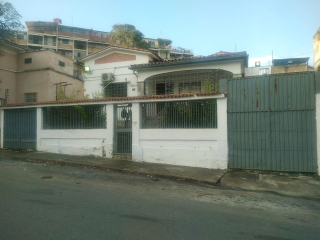 Galpon - Deposito Distrito Metropolitano>Caracas>Los Chaguaramos - Alquiler:300 Precio Referencial - codigo: 19-11298
