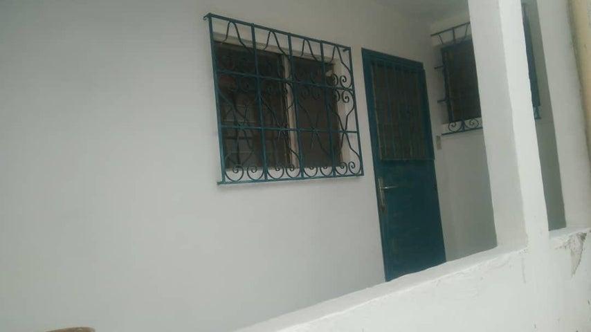 Galpon - Deposito Distrito Metropolitano>Caracas>Los Chaguaramos - Alquiler:400 Precio Referencial - codigo: 19-11298