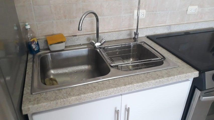 Apartamento Vargas>Parroquia Caraballeda>La Llanada - Venta:45.000 Precio Referencial - codigo: 19-11321